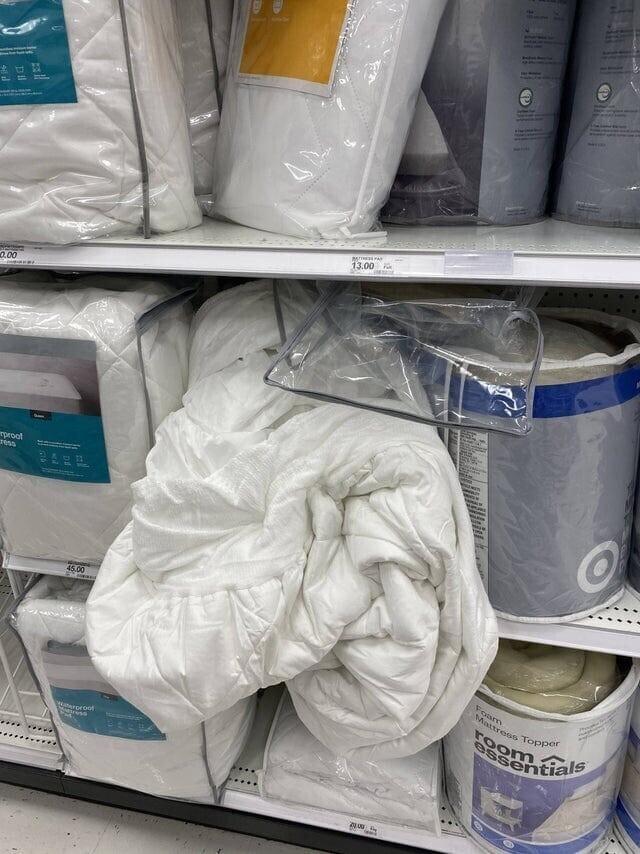 6. Некоторые покупатели достают товар из упаковок и бросают его так