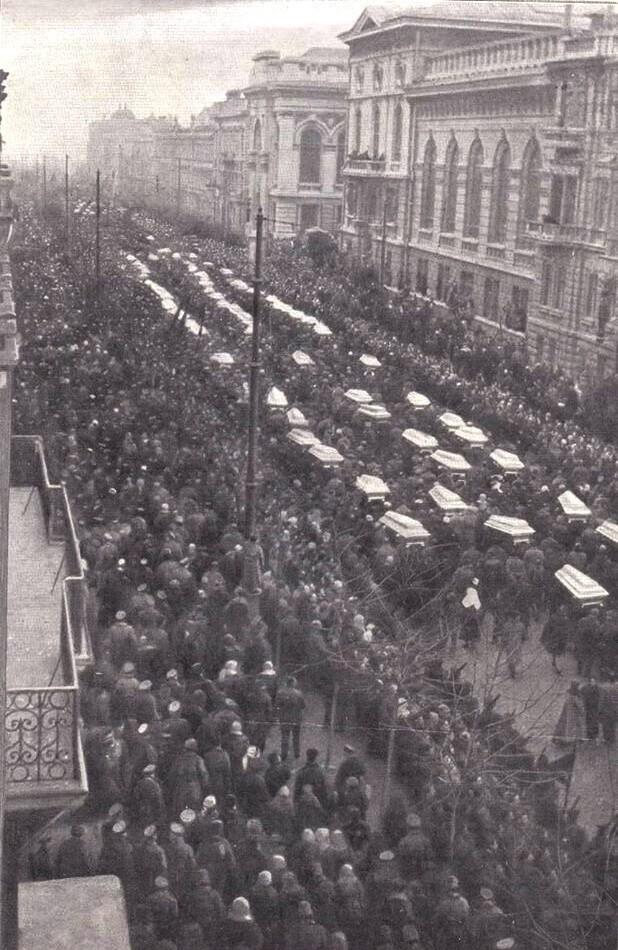 Одесса. Похороны жертв одесской ЧК после освобождения города Добровольческой армией, 1919 год