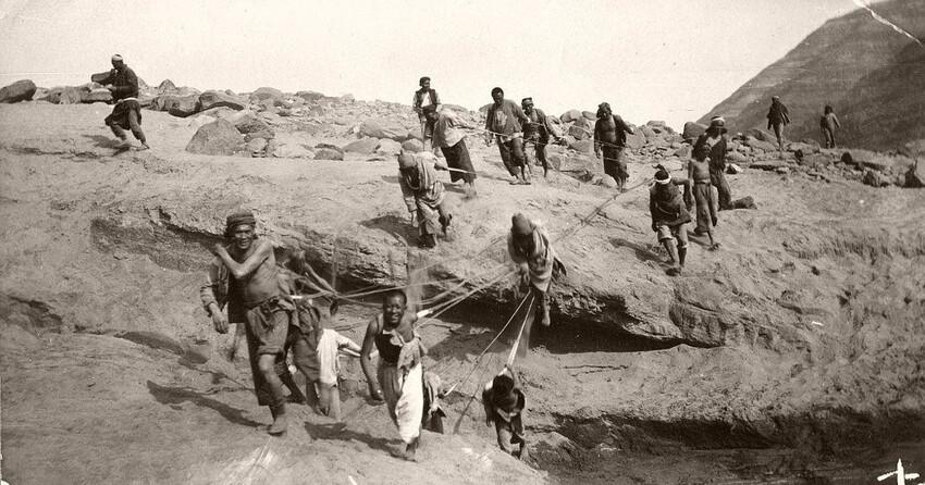 Интересно - в Австро-Венгерской империи, использование труда бурлаков имело особенность. До середины XIX века здесь в массовом порядке привлекали на подобные работы каторжников.