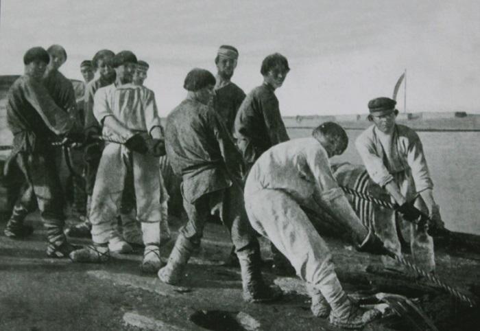 Бурлачеством или «судовой работой» в России называли различные виды работ на речных судах, а также сплаве леса.