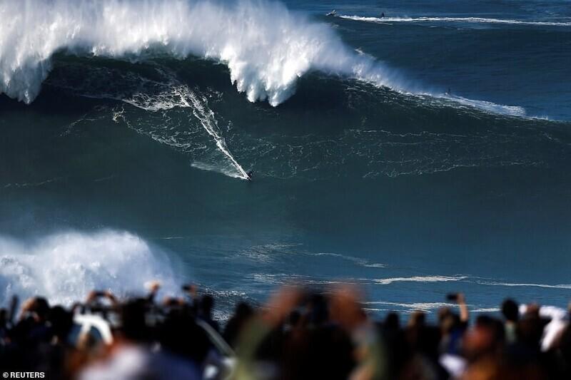 14 фото экстремального сёрфинга в Португалии