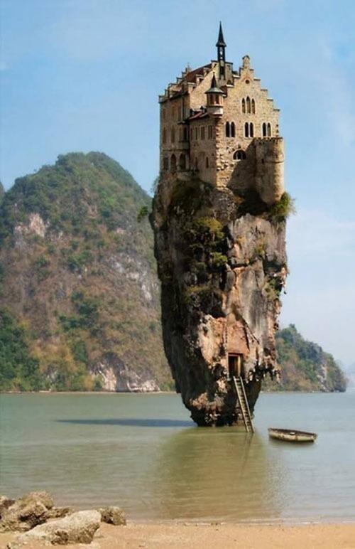 Дом для спасения от зомби - это ни что иное как фотошоп из скалы в Таиланде и немецкого замка