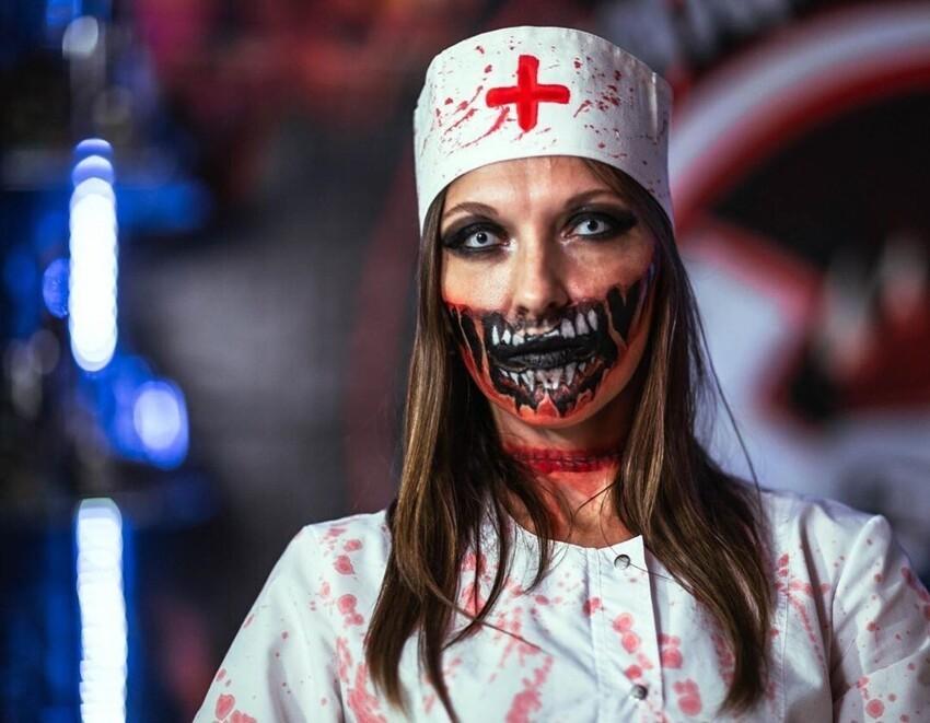 2. Образ медика в этом году - это настоящий хит