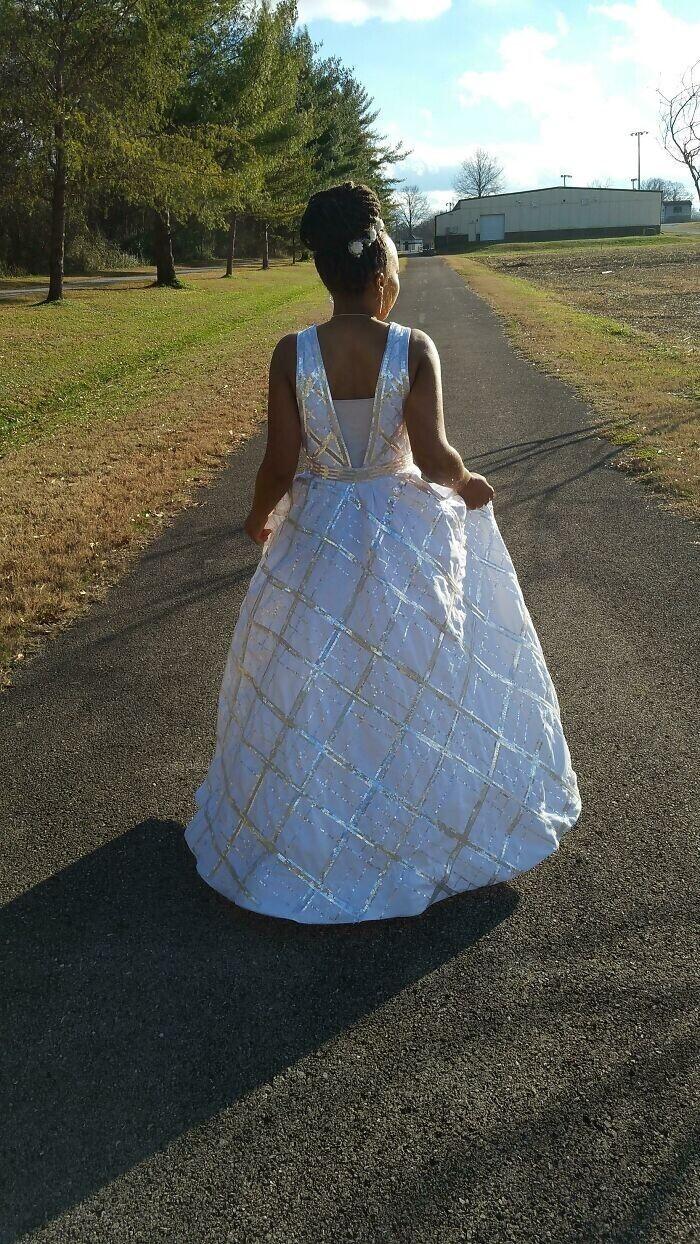 """""""Это первое платье, которое я шила в своей жизни, и самый крупный проект, над которым я когда-либо работала. Ручная выкройка, 70 тысяч блесток, натянутых вручную, 2 года работы"""""""