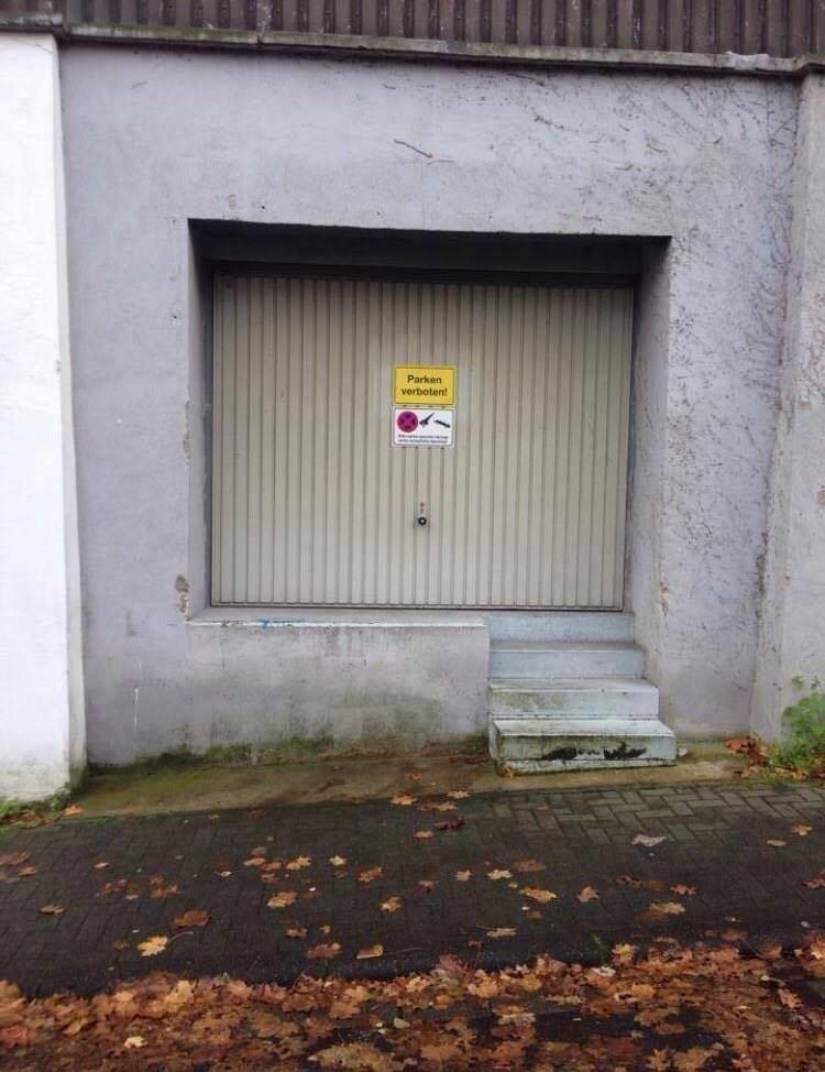 Это гараж, хотя сразу и не скажешь
