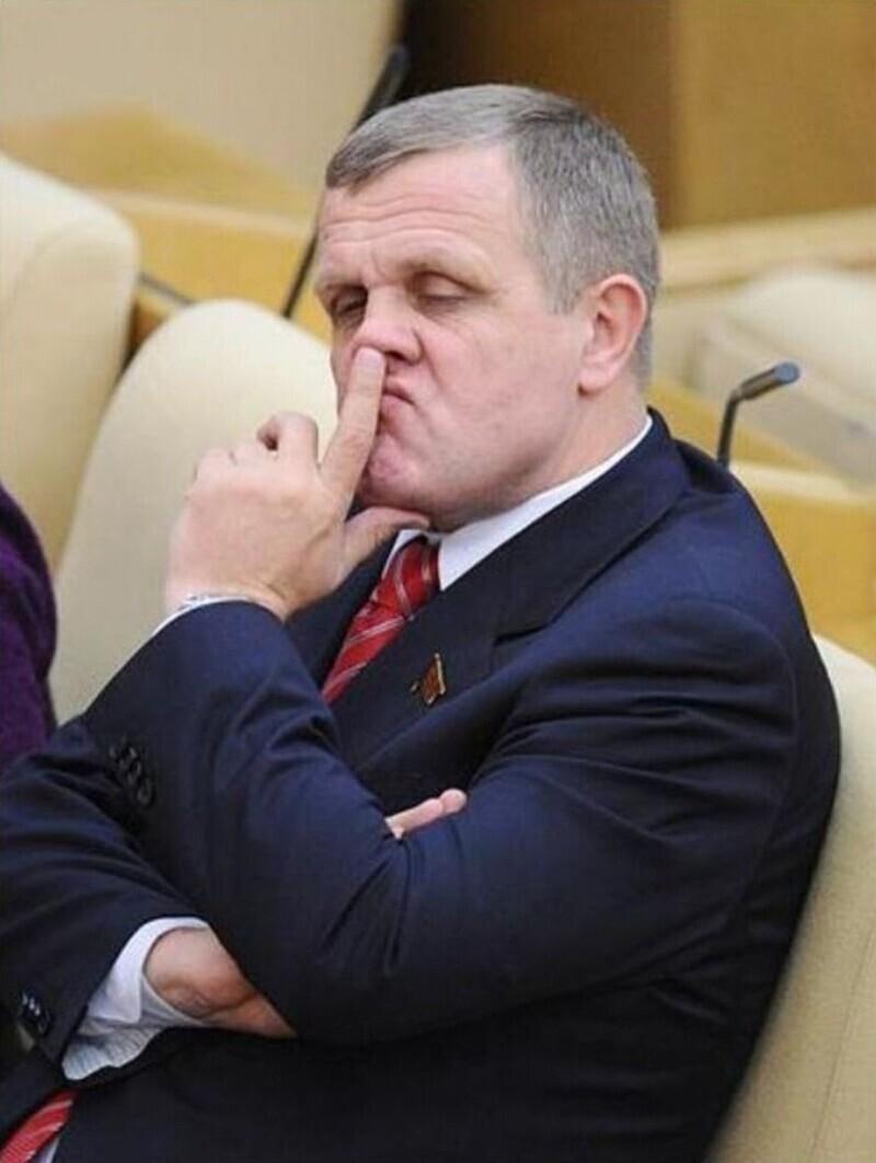 Зарплаты, кстати, заоблачные, муниципальные чиновники получают, конечно, немного, средняя зарплата от 30 тыс рублей
