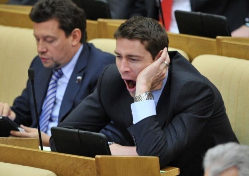 А вот ковыряющиеся в носу и спящие депутаты думы зарабатывают уже от 200 тыс, причем размер выплат депутатам каждый год поднимают