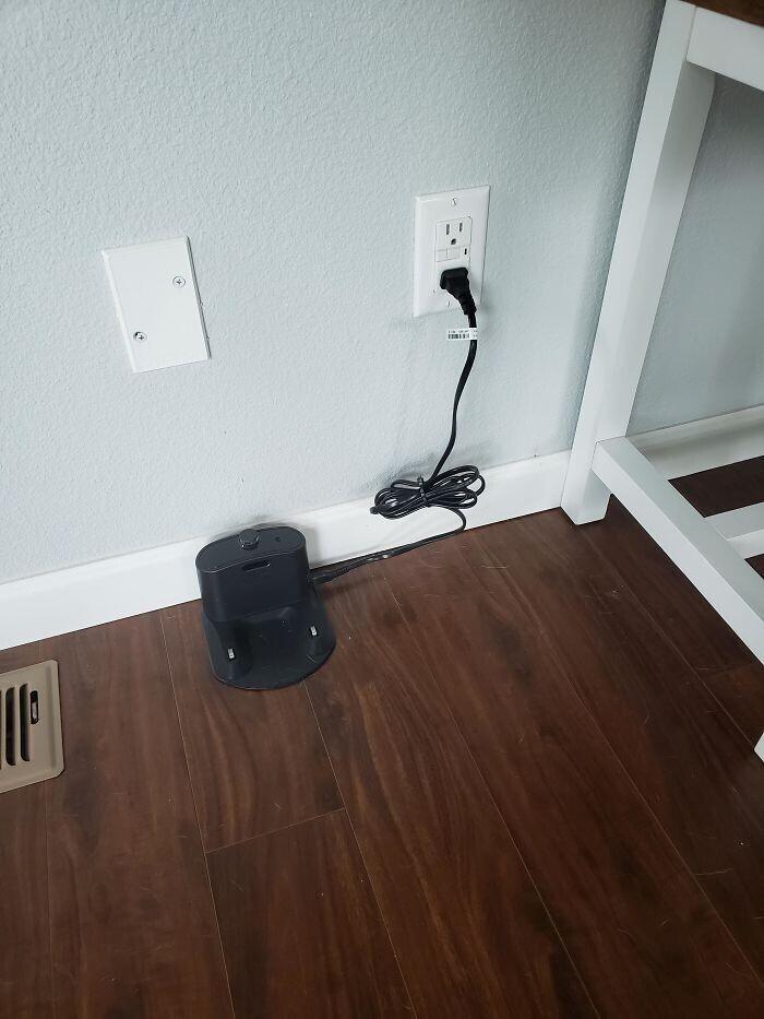 """""""Roomba не вернулся домой прошлой ночью после плановой уборки, и мы нигде не можем его найти"""""""