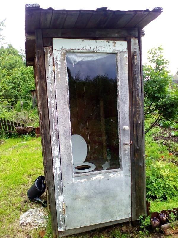 И, конечно, знаковое место любой дачи - туалет типа сортир