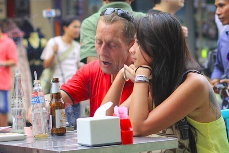 Пожилые европейцы часто берут в жены молодых азиаток