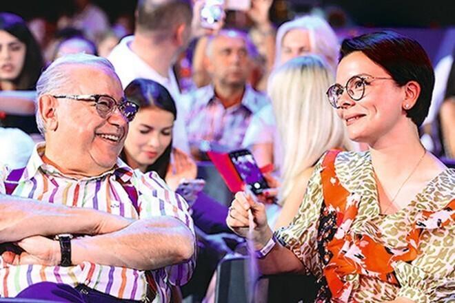 За примерами далеко ходить не надо, они есть и в России: Петросян (73 года) и его 29-летняя новая жена