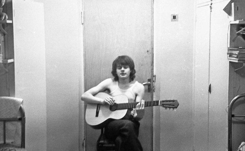 Без гитары не обходился ни один квартирник