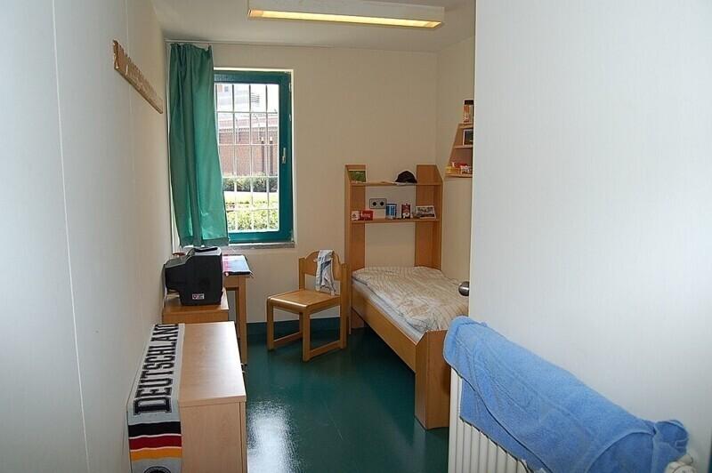 8. Тюремная камера в городе Ольденбург, Германия