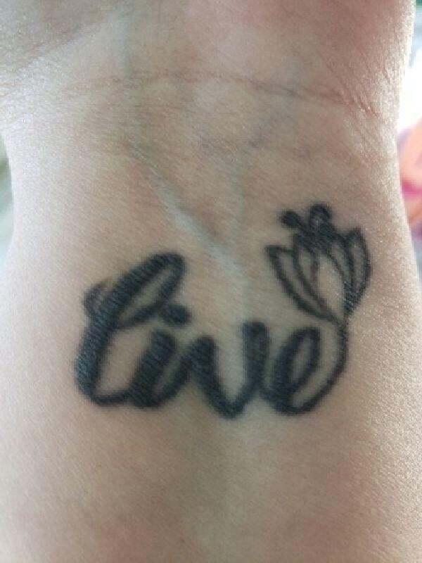 """""""Я не жалею о причине, по которой захотела сделать татуировку и о ее смысле, но мне не нравится, как она выглядит"""""""