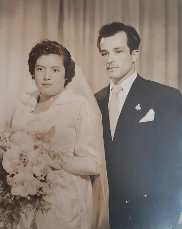 """""""Мои бабушка и дедушка в день свадьбы. Мексика, около 1956 года"""""""