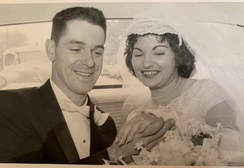 """Свадебная фотография моих бабушки и дедушки. Середина 1950-х"""