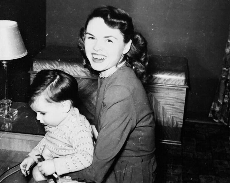 """""""Красивая улыбка моей тети, 1950 год"""""""