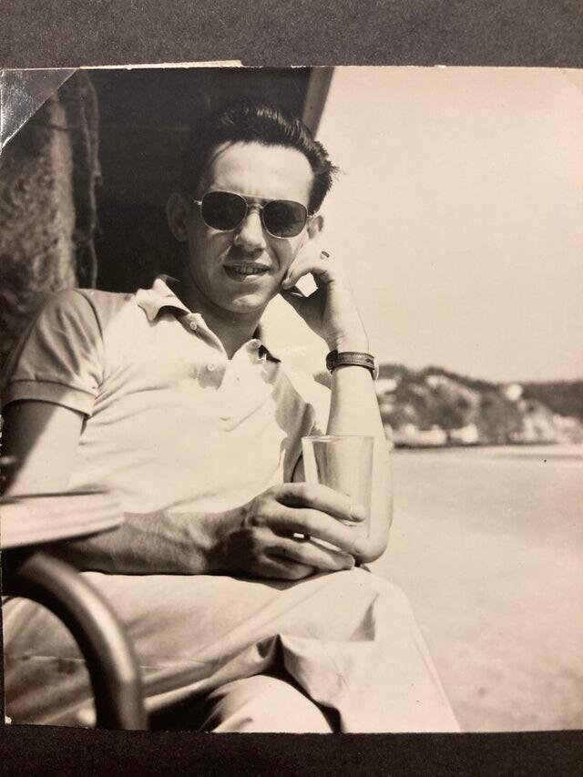 """""""Мой дедушка в 1950-е годы. Я его очень любил и он был таким классным!"""""""