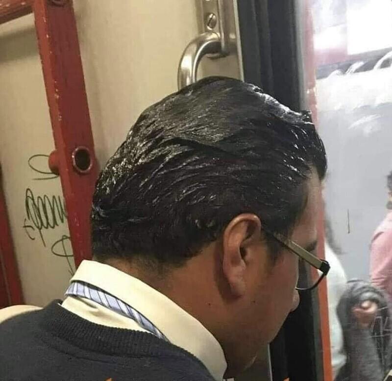 В Турции практически все мужчины используют гель для волос, который активно рекламируют, но иногда перебарщивают
