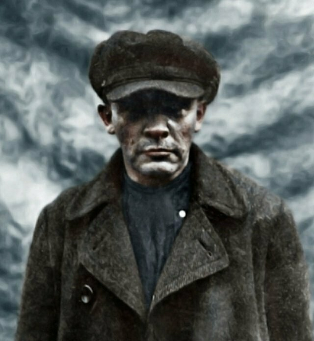 Узнаете? Это Владимир Ленин, который замаскировался под рабочего по фамилии Иванов. Фото 1917 года