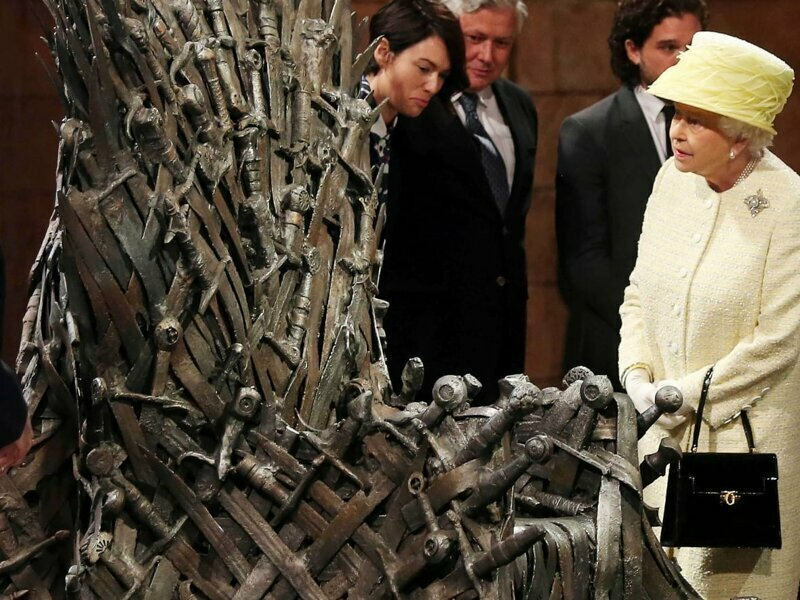Королева Елизавета II  на съемочной площадке «Игры престолов»