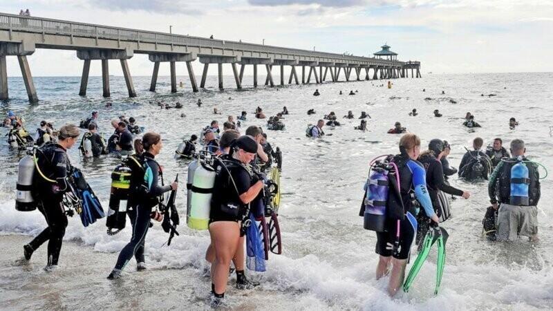 Во Флориде дайверы вытащили со дна океана 737 кг мусора, установив тем самым мировой рекорд