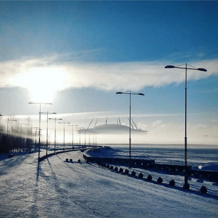Туман превратил стадион в космический корабль