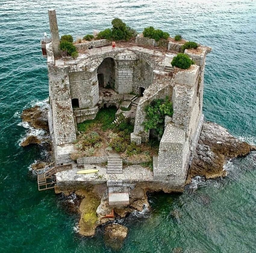 Торре Скола, Италия