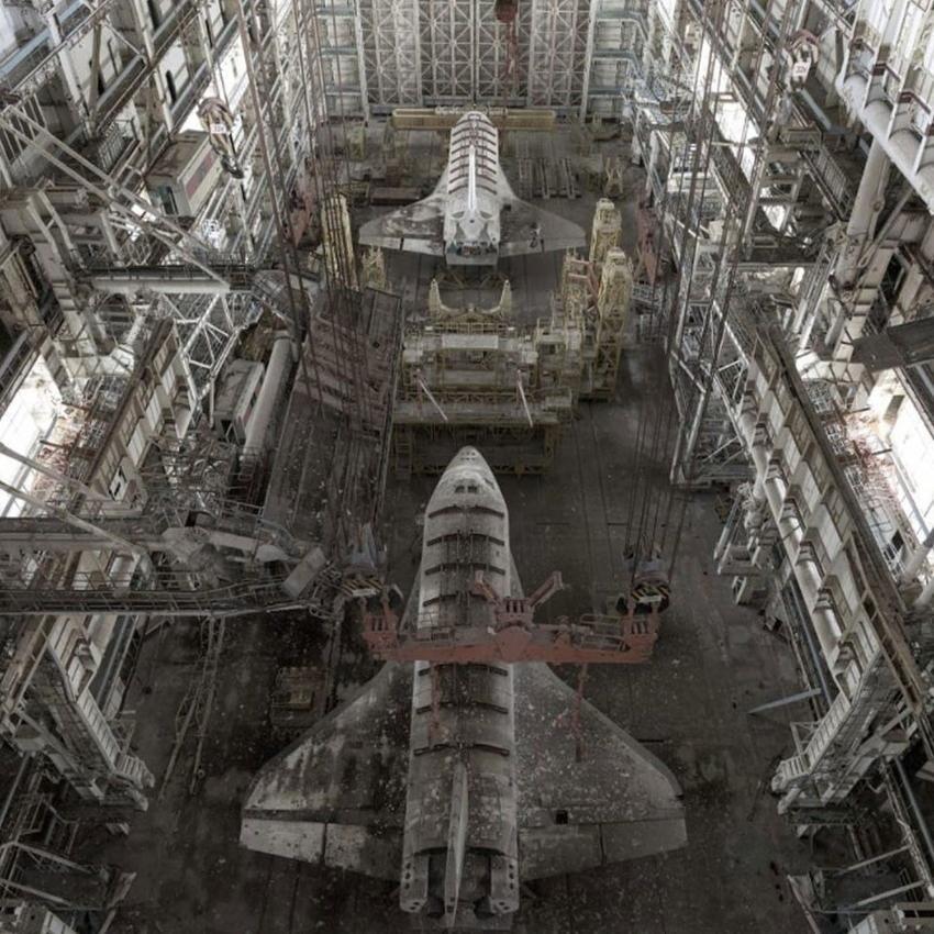 Заброшенные космические корабли в ангарах Байконура