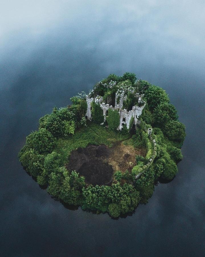 Заброшенный замок в Ирландии