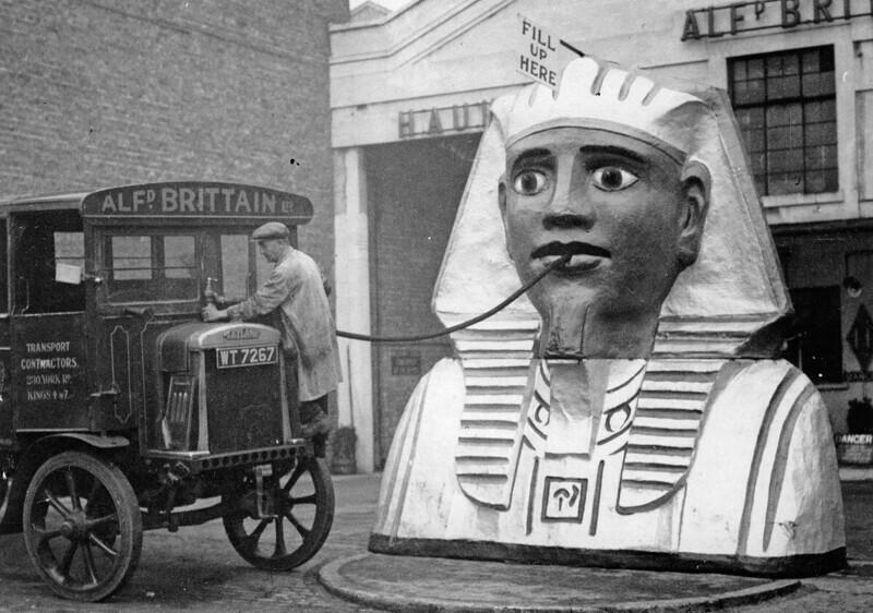 Редкие кадры не столько далекого прошлого западной цивилизации