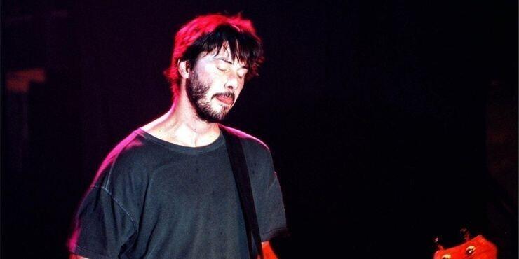 Киану был гитаристом в группе Dogstar