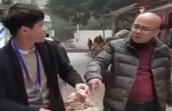 Недоверчивый покупатель и хитрый торговец