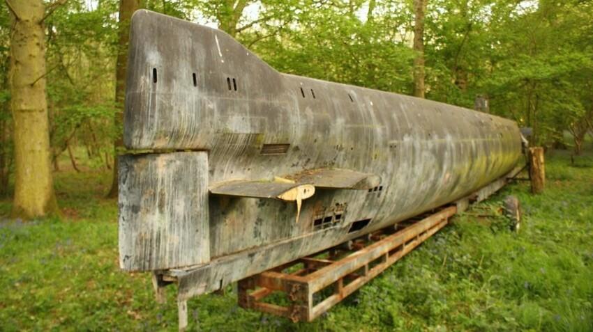 Мини-подлодка на военной базе Королевских ВВС Великобритании. База в Финмере, Оксфордшир