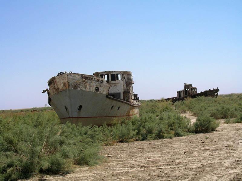 Брошенные корабли на суше в Узбекистане
