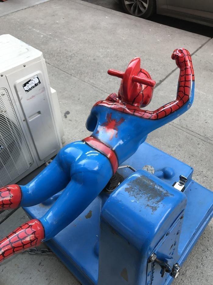 Человек-паук тоже носит белье