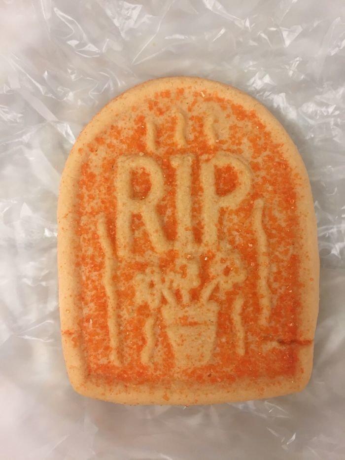"""Печенье """"Покойся с миром"""" в больнице на Хэллоуин"""