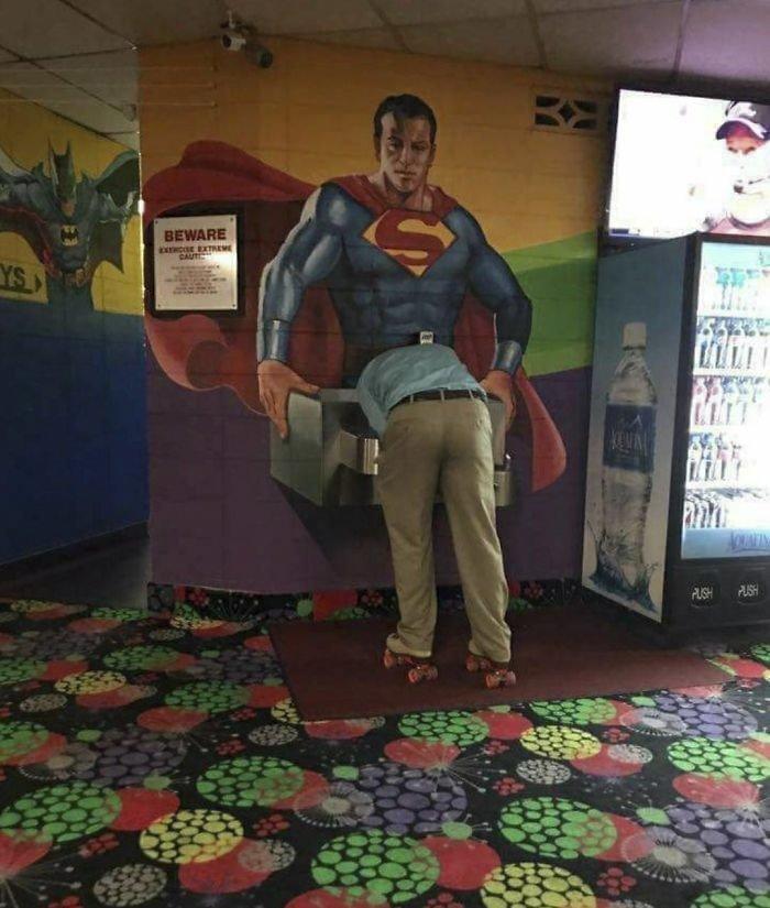 Супермен помогает утолить жажду