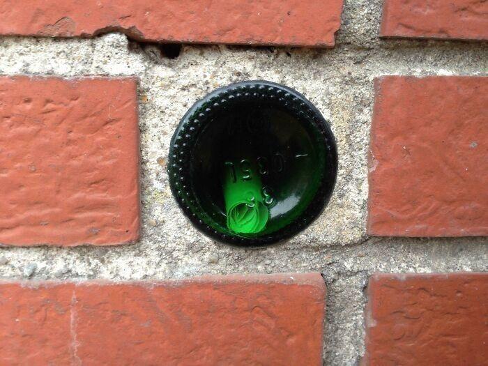 """""""Нашел бутылку в стене с запиской внутри"""""""
