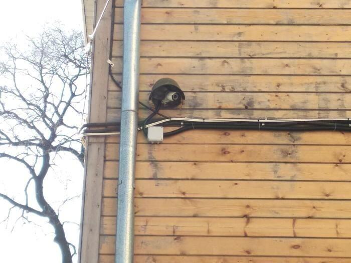 Даже камеры защитить можно при помощи каски