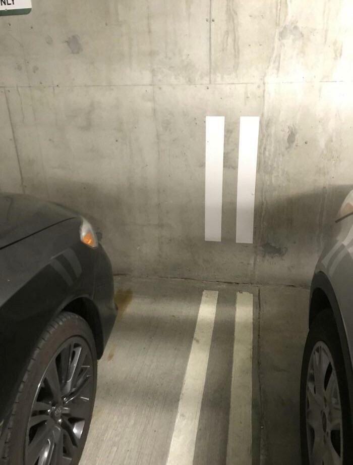 Продолжение разметки на стенах облегчает парковку