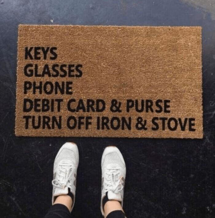 """""""Ключи, очки, телефон, каротчка, кошелек, выключить утюг и духовку"""""""