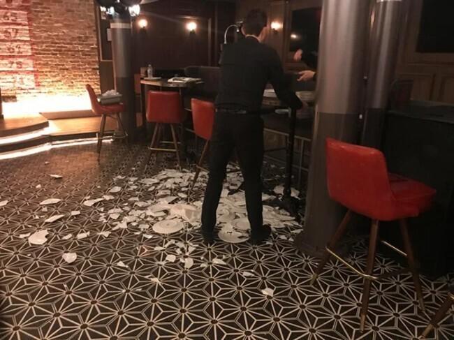 И ведь, главное, ресторан работает только навынос. Зачем тут вообще эти тарелки стояли?..