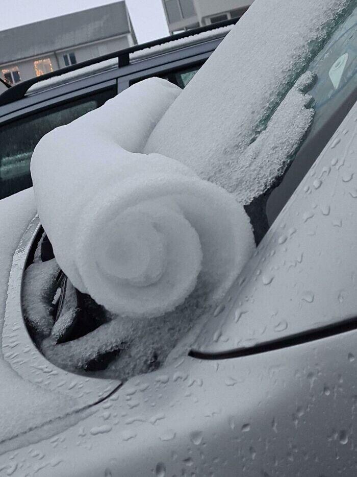 """""""Подошел к машине и увидел, что снег скатался с лобового стекла в аккуратный рулон"""""""