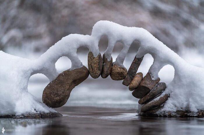 Сег и камень: природная инсталляция