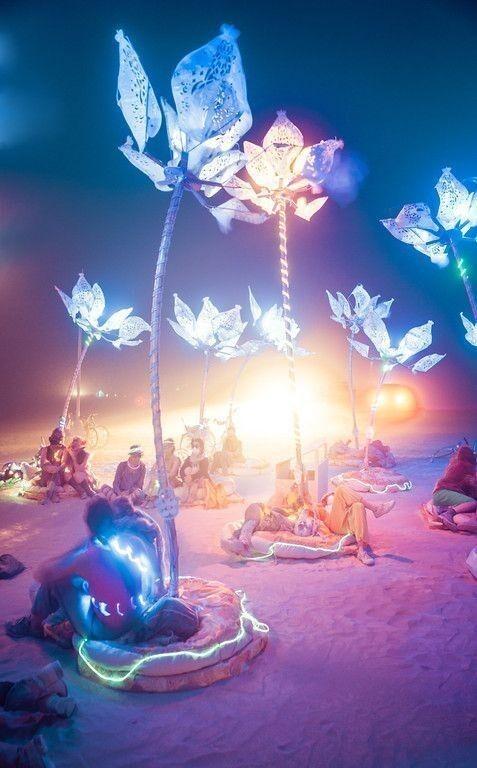 Или отдохнуть в свете таких фонарей