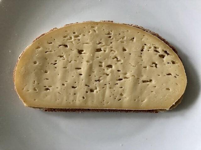 Этот кусочек сыра просто создан для этого кусочка хлеба