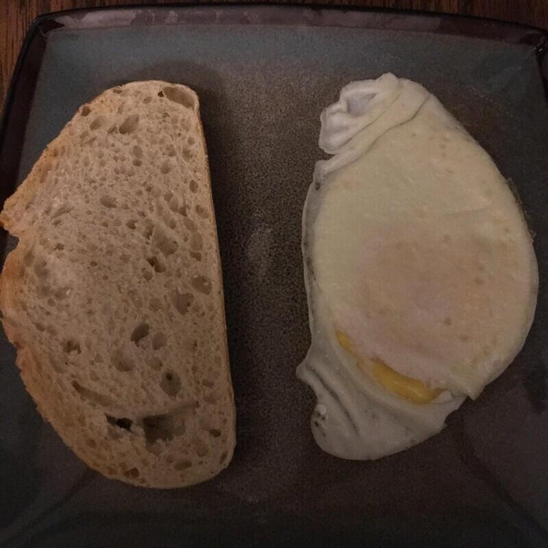2. «Яичница получилась той же формы, что и мой хлеб»