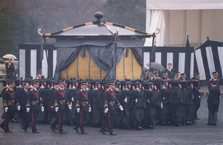 Император Хирохито похороны и 150 миллионов долларов на церемонию