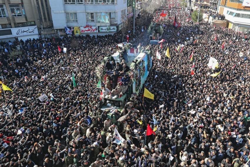 Похороны генерала Корпуса стражей Исламской революции Касема Сулеймани - массовое скопление людей привело к давке, в результате которой погибли по меньшей мере 32 человека, ещё более 40 пострадали,